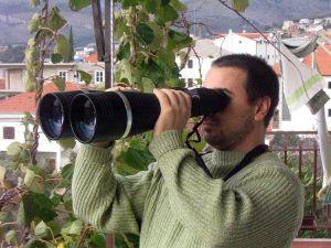 800px-Binoculars_25x100
